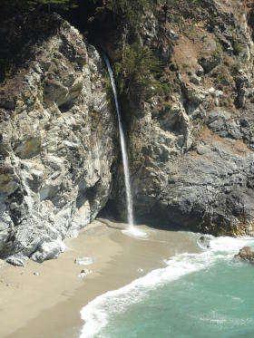 Julia Pfeiffer Burns State Park - waterval