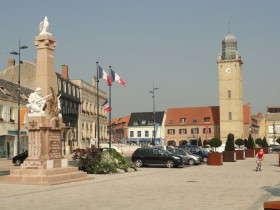 Markt, met Stadhuis en Belfort Gravelines